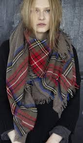 plaids en laine comment porter une écharpe carrée à carreaux tartan plaid and
