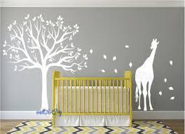 pochoir chambre bébé stickers muraux chambre denfant arbre pochoir arbre blanc