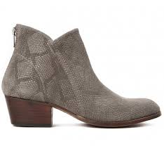 womens boots on sale sale up to 30 womens boots shoes sandals hudson