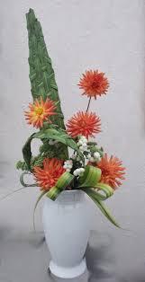 composition florale avec des roses art floral limaginaire de patt l