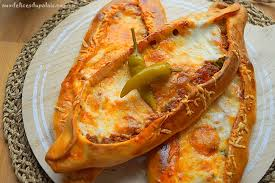 cuisine turque pizza turque à la viande hachée pide aux délices du palais