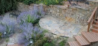 Steine Fur Gartenmauer Garten Mit Profil Hanggestaltung Mit Gartenmauern Garten Vision Com