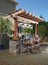abri cuisine ext駻ieure aménager un bar de jardin conseils utiles comptoir et