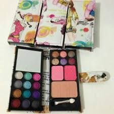 Eyeshadow Dompet shellyoctaviana s items for sale on carousell