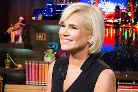 yolanda foster hair color see yolanda foster s new short haircut by jennifer aniston s hair