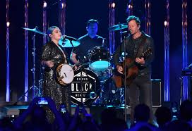 dierks bentley kids dierks bentley and elle king share strong message in performance