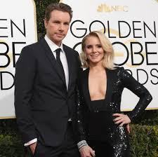 kristen bell walked the 2017 golden globes red carpet with