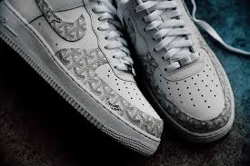 amac custom les stan smith et air 1 revisit礬es en supr礫me et goyard par