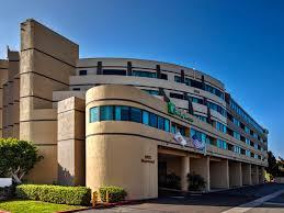Anaheim Kitchen And Bath by Holiday Inn Hotel U0026 Suites Anaheim Fullerton Hotel By Ihg