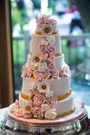 wedding cake lewis a stylish yet traditional wedding for selina and lewis