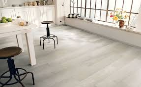how to choose laminate flooring homes