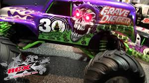 grave digger 30th anniversary monster truck new traxxas grave digger body youtube