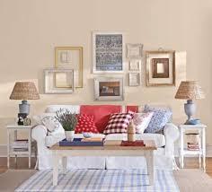 wandgestaltung landhausstil wohnzimmer wohnzimmer wandgestaltung ideen mit dekorativen bilderrahmen für