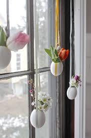 diy easter decoration ideas window decoration eggs flowers ribbons