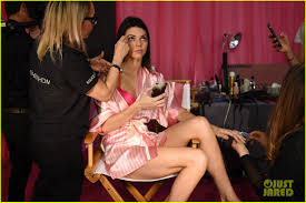 u0027s secret fashion show models get ready for runway