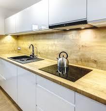 cuisine plan de travail bois massif plan travail cuisine et dosseret en bois massif armoires sans