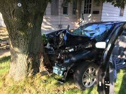 cops id driver in middletown car tree crash