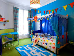 chambre de petit garcon une chambre d enfant retrouve couleurs et rangements