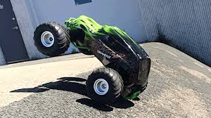 traxxas monster jam trucks traxxas skully u0026 craniac review great beginner rc monster truck