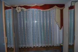 klassischer schlafzimmer vorhang mit großer schabracke und