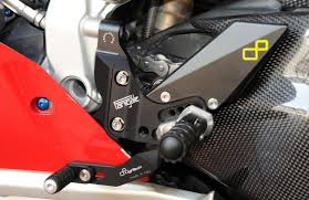 pedane lightech lightech per ducati 1199 panigale pedane in ergal motociclismo
