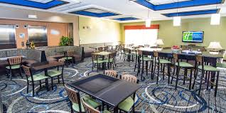 holiday inn express u0026 suites elkton university area hotel by ihg
