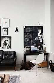 bureau noir et blanc un intérieur noir et blanc desk space desks and spaces