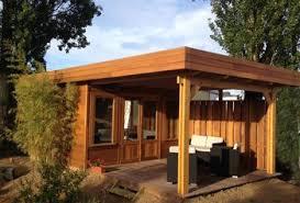 bureau de jardin en bois abris à toit plat en bois avec terrasse modifié en bureau de