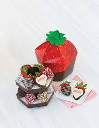 edible rrangements edible arrangements debuts new s day signature berry box