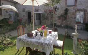 chambre d hote villeneuve sur yonne petit déjeuner jardin photo de les 3 roses villeneuve sur yonne