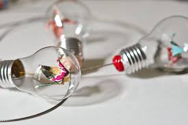 what to do with old light bulbs 14 brilliant ways to reuse old light bulbs thegoodstuff