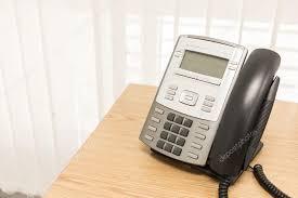 bureau d ontable téléphone au travail de la table du bureau d affaires un service de