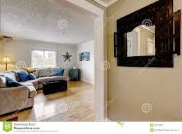 Wohnzimmer M El Beige Wohnzimmer Mit Beige Sofa Und Blauen Kissen Stockfoto Bild 45070551