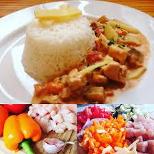 cuisine asiatique poulet poulet sauce au curry lait de coco et legumes sautés le