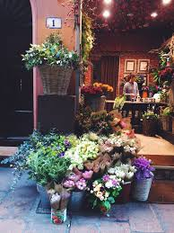 Flower Shops by A Stop At Frida U0027s Flower Shop For A Dose Of Happiness And Beauty