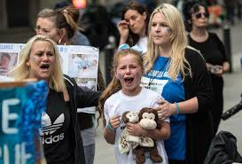 Family Gard Charlie Gard U0027s Family Accuses London Hospital Of Wasting Too Much Time