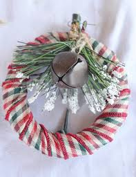 how to make this mini wreath christmas oranment there are so many