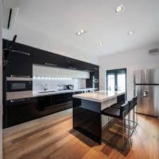 cuisine plancher bois design interieur design cuisine moderne plancher bois armoires