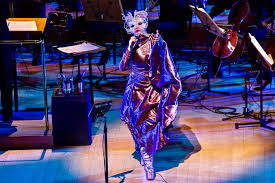 björk concludes u201cvulnicura u201d tour by baring her soul in the city of