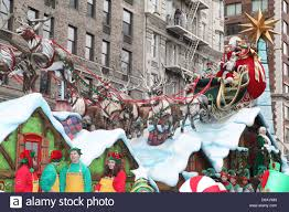 new york thanksgiving atmosphere santa claus and mrs claus 84th macy u0027s thanksgiving