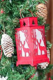 christmas door decorations to remind you of a cozy cabin in the