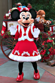 When Do Christmas Decorations Go Up At Disneyland Best 25 Disneyland Christmas Ideas On Pinterest Disneyland At