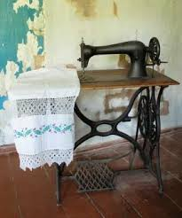Antique Singer Sewing Machine Table Antique Singer Sewing Machines Lovetoknow