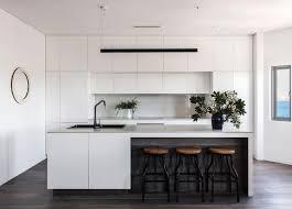 bondi apartment simon baker cuisine blanche et hauteur