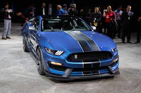 year shelby mustang ford shelby gt350r mustang tears rubber in detroit debut