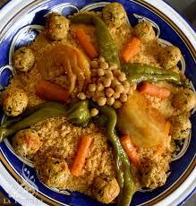 cuisiner un couscous couscous aux boulettes poulet 2 recettes à cuisiner