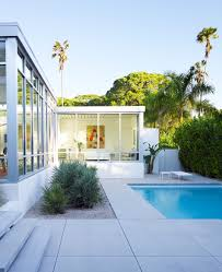 Modern Florida House Plans by Cool Modern Beach House Design With Many Glass Window And Small