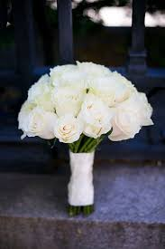 white wedding bouquets flower ideas for outdoor weddings