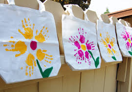 goodie bag ideas 20 inexpensive goody bag ideas for kids parentmap