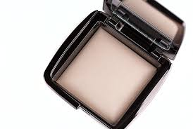 hourglass ambient lighting powder review hourglass ambient lighting powder dim light review photos swatches